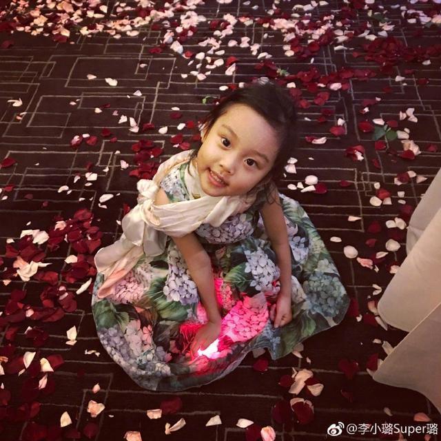 李小璐甜馨親子寫真,甜馨越長越漂亮了