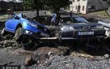 法國突降暴雨汽車被沖走街道受災嚴重