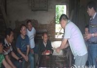 白馬鎮:青年志願者關愛孤寡老人