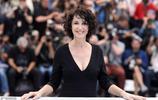 戛納電影節競賽片《喀布爾的燕子》首映,女主角貌若天仙開懷大笑