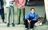 一組中國老照片帶你看看70年代:圖三外國女子行為不齒