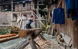 獨居兩百年古樓,做木匠四十年不用釘子,71歲老人沒有一根白髮