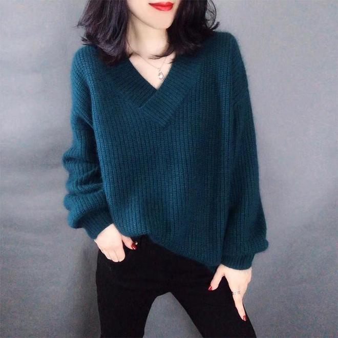 難怪冬天老婆不買圍巾了,穿毛衣比圍巾時髦,夠保暖!夠chic