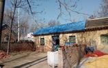 農村的一些房子,小瓦上面添藍瓦,瓦上添瓦是為啥