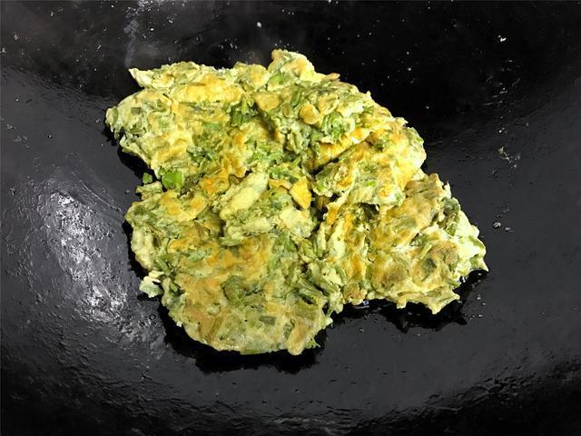 炒香椿時,直接下鍋炒是大錯特錯,多加一步,鮮香好吃更營養