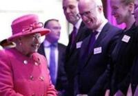 英國女王結婚71週年,工作太忙無緣慶祝,菲利普選擇站崗示愛她