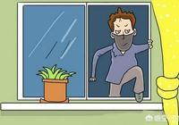 因家中有賊而堵住門口並報警,報警期間賊從窗戶跳樓導致身亡,報警人要承擔責任嗎?為什麼?