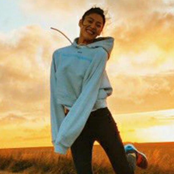 劉雯愛穿的衛衣紅到了歐美,出遊運動有它舒服百搭又洋氣