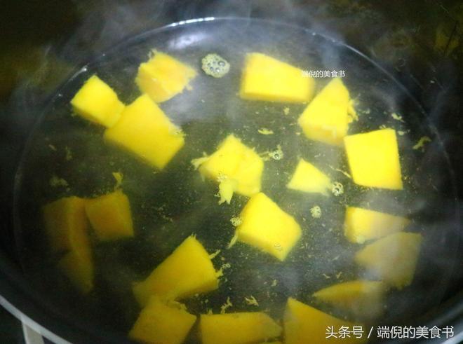 芒果吃法很多,這樣的做法估計很多人沒有吃過,酸甜可口的新感覺