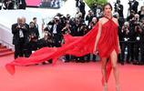 景甜亮相第72屆戛納電影節活動,白色禮服走紅毯;最後的女星氣場