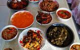 揭祕:東北人家吃飯總用大小鐵盆裝菜,到底為啥?這有深層原因