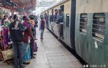 印度旅行實拍:鐵路沒有任何防護措施,每年1.5萬人死於火車事故