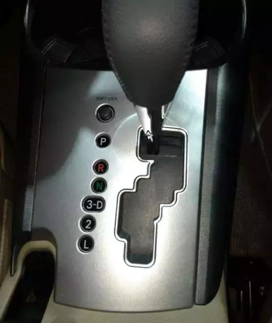 自動擋汽車可以D擋到底嗎?3種情況下掛D擋非常傷車