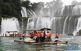 隨著降雨增多 廣西德天瀑布水量增大,吸引大批遊客前來觀光遊覽