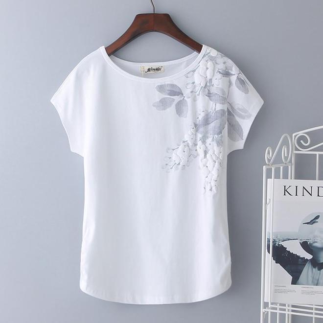 剛出的T恤,一件比一件減齡,秀出極致身材簡直美翻了