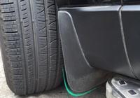 老司機才知道的,私家車輪胎旁有個小孔,聰明人每天用