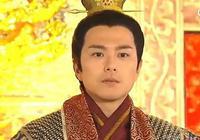 皇帝駕崩,太監們合謀立一傻子為皇帝,卻不料此人成千古名君