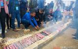 這才是真正的新疆紅柳烤羊肉串,你那是牙籤肉,別再搶著買了