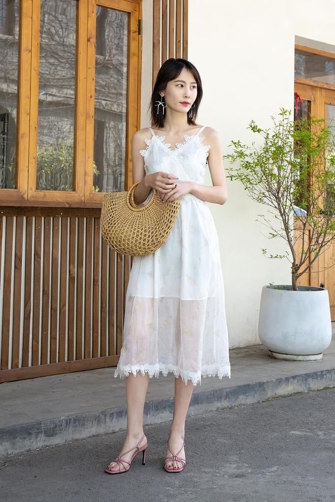 網紅小姐姐時尚穿搭之時尚高跟涼鞋