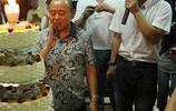 潘長江收的第一個關門大弟子,和潘長江形成鮮明對比,1.8米大個
