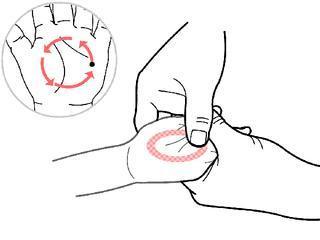 小兒推拿李波:推天柱骨——治嘔吐、止頭痛,外感發熱能退熱