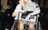 彩色舊照:戰爭時期妻子與丈夫的吻別、有的去了再也沒有回來