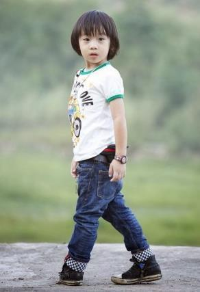 陳凱歌陳紅17歲兒子陳飛宇出道 身高一米九帥過吳亦凡 盤點高顏值星二代