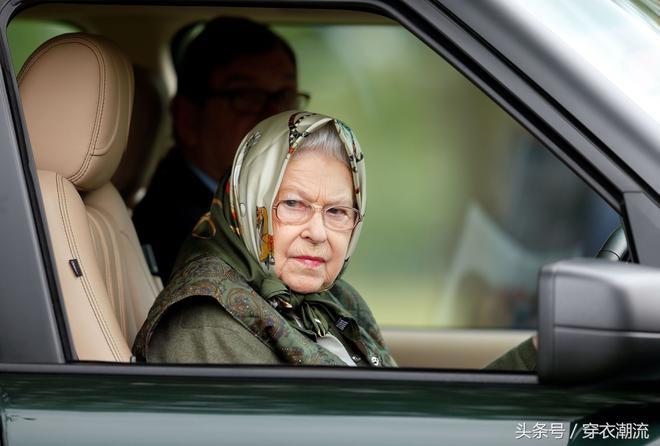 英姿颯爽的英國女王伊麗莎白二世
