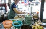 在從江下江鎮,趕場的人都喜歡到這家店來吃上一碗五塊錢的豬腳粉