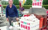 呂梁老人在運城賣碗託,一份五元,國慶節高峰期兩小時賣三百多份