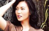 44歲新加坡一姐郭妃麗近照,嫁大10歲滿頭白髮老外,滿臉幸福