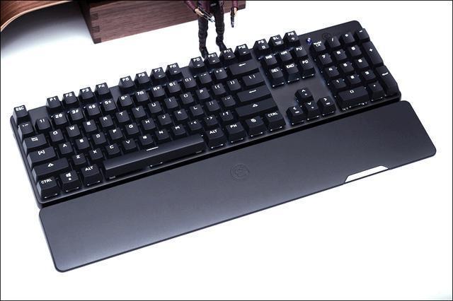 做遊戲手柄的蓋世小雞竟然也出機械鍵盤了,2.4G、藍牙雙模支持