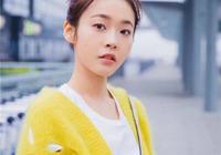 29歲張佳寧撞上26歲楊紫,同穿黃色針織開衫,美得都像少女!
