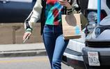 艾瑪·羅伯茨休閒穿搭減齡時尚,墨鏡擋臉星氣足