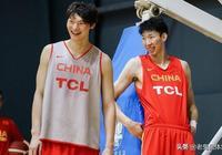 新疆男籃把他召入一隊,看了照片,球迷心生疑惑:和周琦雙胞胎?