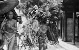 老照片:100年前的苦力勞工,他們都生活得像只堅強的螞蟻!