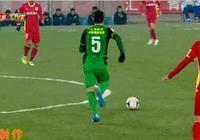 中超上演搞笑一幕,楊善平一腳搶斷還踢倒了2名俱樂部隊友,三人同時倒地,你怎麼看?