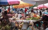 實拍炎炎烈日下的非洲集市,被晒乾的動物屍體竟是當地美食