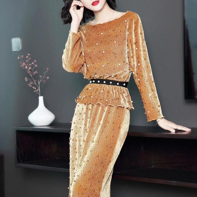 我困惑32歲閨蜜是咋瘦的,聚會穿這件套裝,不顯肚子、顏值還高