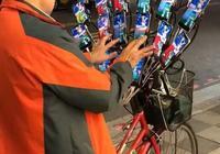 裝備升級!《精靈寶可夢GO》老大爺用21臺手機抓精靈