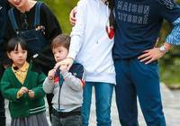 《爸爸去哪兒》嗯哼家教很特殊,明顯杜江更寵嗯哼而嗯哼寵霍思燕