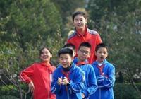 山東出了個女姚明!11歲2米10,出身籃球世家,母親曾是籃球國手