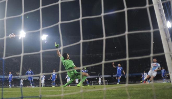 足球——意甲:尤文圖斯平那不勒斯