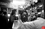 老照片:1984年的成都,青年街商店顧客盈門,百花潭公園小夥打槍