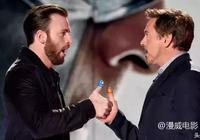 """美國隊長克里斯·埃文斯接受採訪時,表達了對""""鋼鐵俠""""的崇敬"""