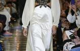 Miu Miu時裝系列絲綢薄紗長裙動物印花文藝少女氣息撲面襲來
