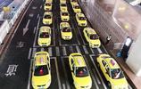 神奇魔幻的重慶,連機場出租車隊都成網紅打卡點!