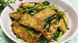 豆腐不一定只能做麻辣,還可以這樣做,味道鹹香,柔軟適口!