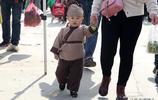 2歲男孩從出生就開始玩穿越:出門只穿古裝,在家只聽《三字經》
