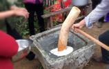 漳州某鄉村民眾用傳統的方式來製作白果,傳這石碢已有百年曆史!